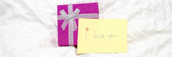 I love you note with purple gift
